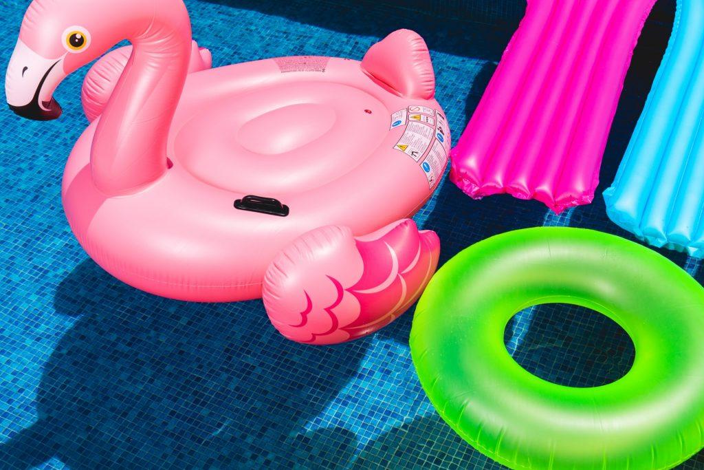 Piscina de plástico ou piscina fixa?